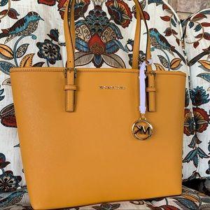 New MK medium tote 🍁